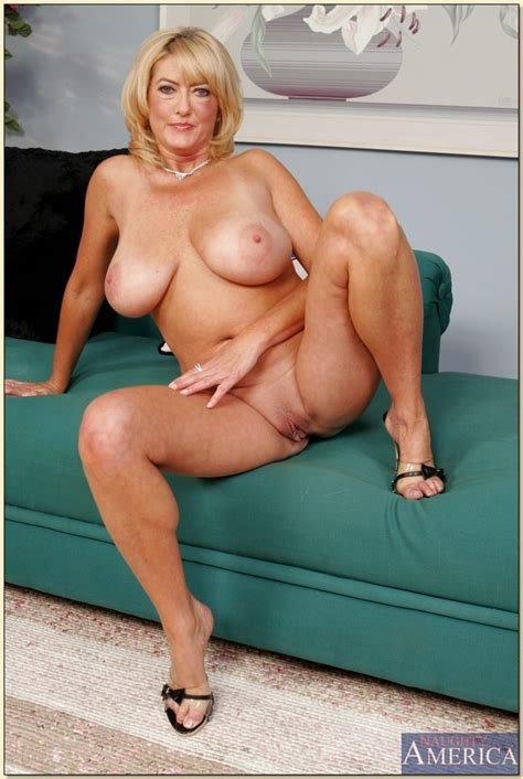 Blonde Mature Wife Posing Nude « MILF Porn, Hot MILFs and ...