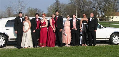 Prom Limousine by Limousine Service Chicago Offers Limo Bookings For Wedding