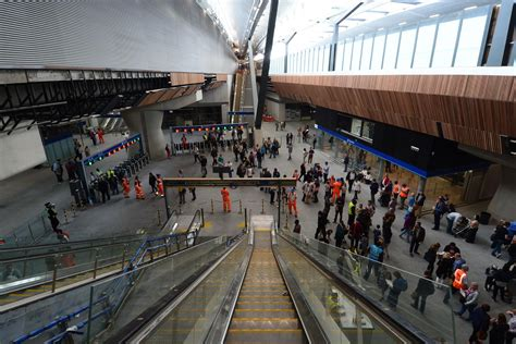london bridge stations  concourse set  open