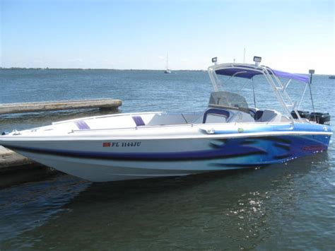 Avenger Boats by 1997 Avenger Center Console Powerboat For Sale In Florida
