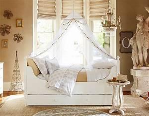 88 idees cool de deco chambre enfant au charme retro for Tapis chambre enfant avec canapé banquette bois