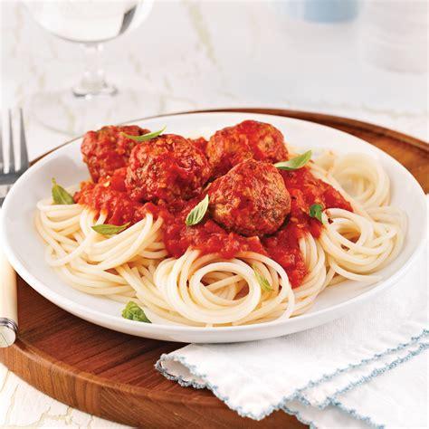 cuisine recettes pratiques spaghettis de quinoa sauce aux boulettes de dindon recettes cuisine et nutrition pratico