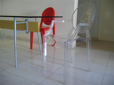 chaises transparente file table chairs by philippe starck jpg wikimedia commons