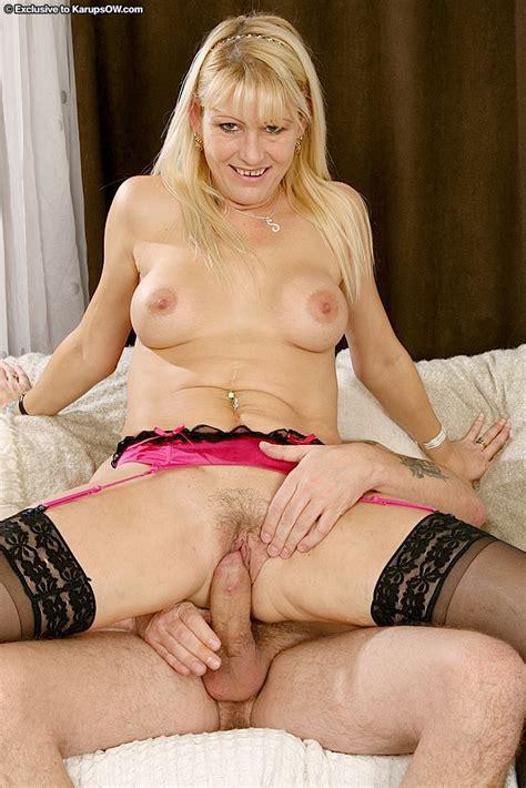 Petite Mature Hardcore Babe Sophie Saunders Pumps The