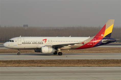 File:Asiana Airlines A320-200(HL7769) (6823461455).jpg - Wikimedia Commons