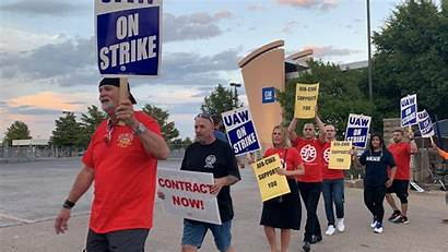 Picket Line Striking Workers Gm Walking Flight
