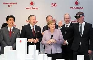 Vodafone Rechnung Zu Hoch : virtuelle stadtf hrung bundeskanzlerin dr angela merkel blickt mit vodafone ceo hannes ~ Themetempest.com Abrechnung