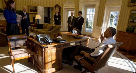 bureau ovale maison blanche obama budget reckless spending hikes tax hikes