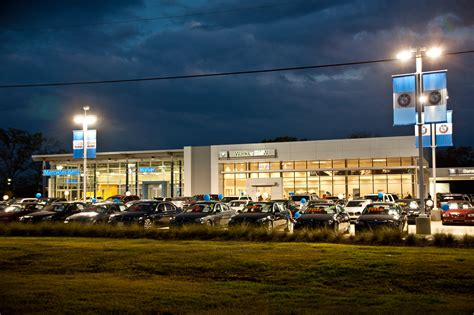 Auto Dealers Have Lots to Deal With | WardsAuto