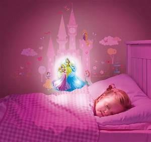 Deco Chambre Fille Princesse : stickers lumineux princesse disney ~ Teatrodelosmanantiales.com Idées de Décoration