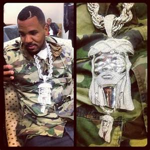 The Game Shows Off Jesus Piece Chain That Has It's Own ...