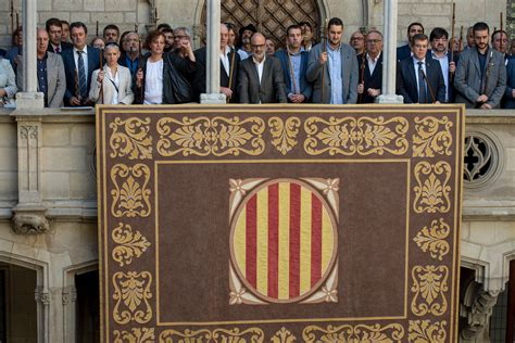 siege croix en catalogne plus de 700 maires défient l état espagnol