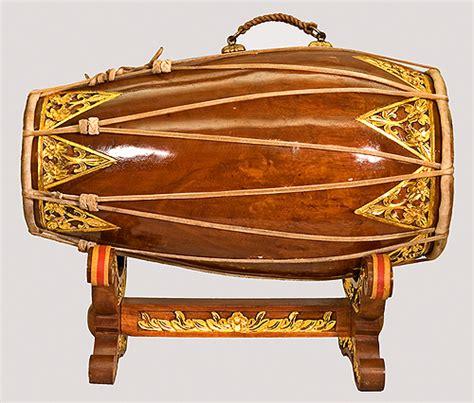 Alat musik ini tergolong kepada alat musik pukul yang bentuknya seperti gendang. Sawawa Band: Alat Musik Tradisional Jawa Barat (Pasundan)