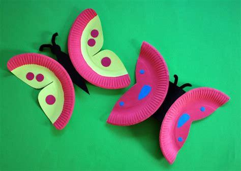 schmetterlinge aus papptellern basteln kinderspiele weltde basteln fruehling kinder basteln