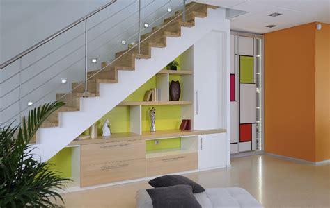 sous bureau original aménager l 39 espace vide sous l 39 escalier 30 idées très