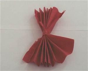 Rose Aus Serviette Drehen : servietten rose falten anleitung basteln aus papier ~ Frokenaadalensverden.com Haus und Dekorationen