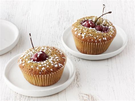 There's nothing sadder than soggy sweets at a picnic. Packable Summer Picnic Desserts : Food Network | Recipes ...
