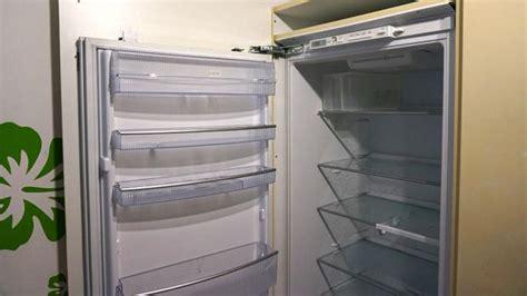 Küchenschrank Für Einbaukühlschrank by K 252 Hlschrank Scharnier Wechseln Anleitung Diybook Ch