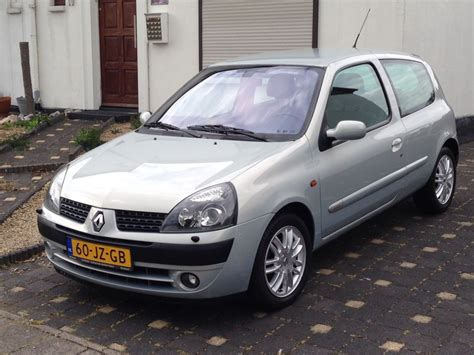 Renault Clio 2002 by Renault Clio 1 6 16v Initiale 2002 Review Autoweek Nl