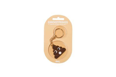 décoration chambre de bébé garçon porte clefs emoji caca
