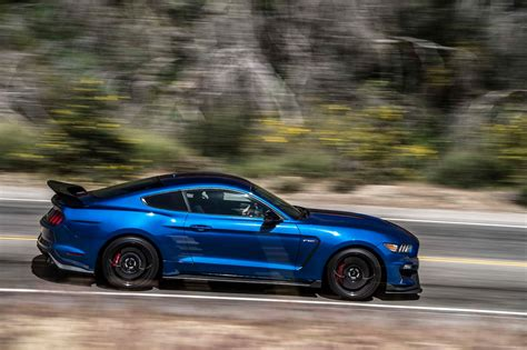 ford mustang 2017 2017 chevrolet camaro zl1 vs 2017 ford mustang shelby