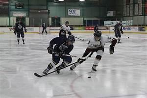 Men's hockey team begins season undefeated - Lambda
