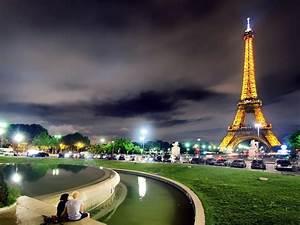 The Eiffel Tower in evening Paris Desktop wallpapers 1400x1050