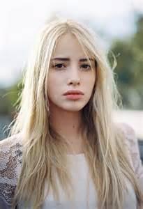 Tumblr Girl with Blonde Hair Brown Eyes
