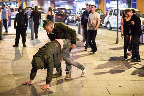 Britu salu iedzīvotāji Lieldienās atkal dzēruši kā nezvēri ...