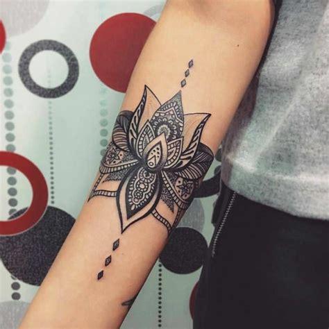 ideas de tatuajes de flores en diferentes estilos