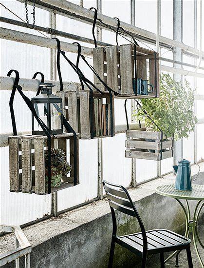 sitzbank für balkon tolle idee um k 228 sten auf dem balkon zu befestigen oder ein