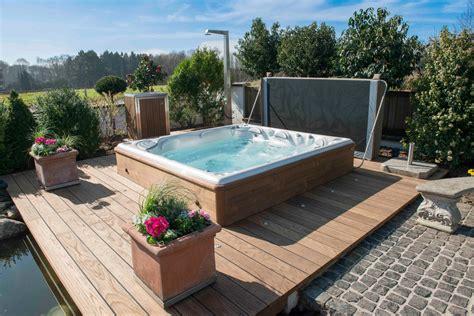 Whirlpool Im Garten Einbauen by Gartenwhirlpools Whirlpoolcenter Weeze