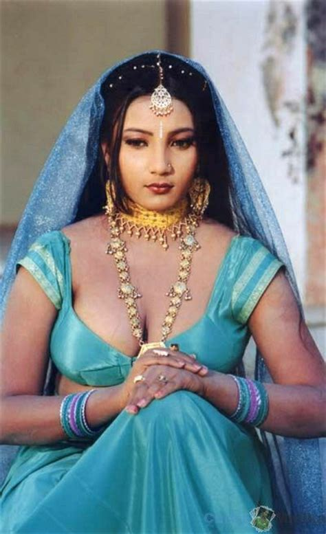 Desi Mallu Aunty Tight Blouse Cleavage Images In Hd