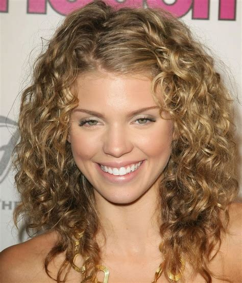 get stunning curly medium length hairstyle ideas elle