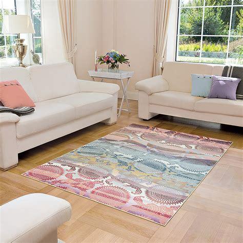 tapis fushia pas cher salon gris et pale