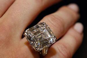 what happens when you get engaged too soon you get sued With giant wedding ring
