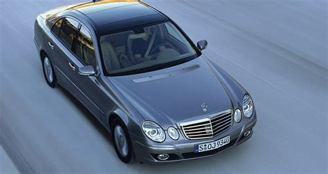 Wood colour (elegance it walnut and avantgarde is maple) front grille (elegance has less chrome slats) ride height (avantgarde is lower/stiffer). Mercedes-Benz E-class (W211) 2006 - E 500 (388 hp) Auto ...