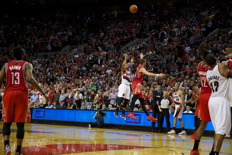 damian lillard hits  game winning    seconds left