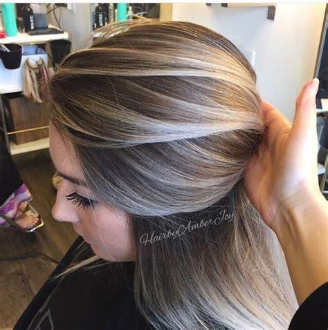 zapanjujuce zenske frizure  pepeljasto plavoj boji kose