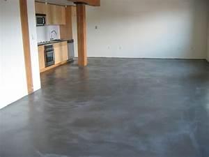 Come posare un pavimento in cemento con impasto autolivellante? Come fare per colorare il cemento?