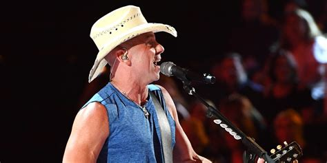 Kenny Chesney Performs 'get Along' At Acm Awards 2018