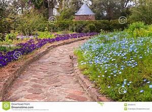 Les Jardins Du Sud : passage couvert de brique par le jardin du sud photo stock ~ Melissatoandfro.com Idées de Décoration