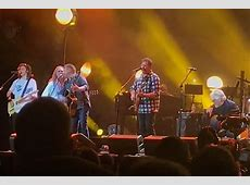 Vince Gill Joins the Eagles at Classic West to Honor Glenn