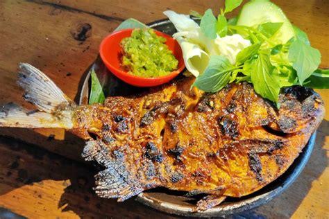 2 ekor (@ 200 g) ikan bawal putih. Resep Ikan Bakar Madu, Pakai Gurame atau Bawal