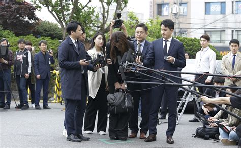 korean air heiress apologises before questioning drink throwing express