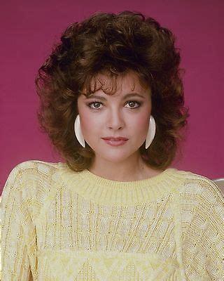 Emma Samms   Curly hair women, Medium curly hair styles ...