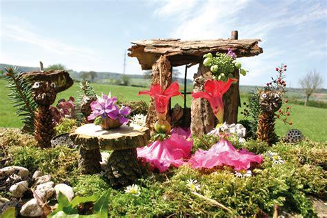 Pilze Für Garten Basteln by Basteln Mit Naturmaterial Holzh 228 Uschen Mit Garten Kingkalli