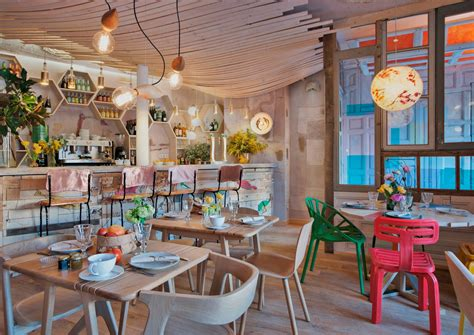 Eclectic Design With Decors And Pastel Shades