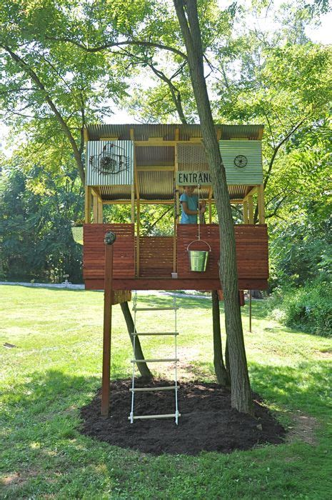 fun treehouse simple fence  sides   roof