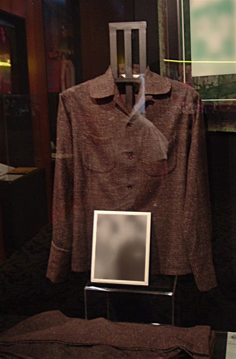 File:Buddy's suit, Buddy Holly Center, Lubbock, TX.jpg ...